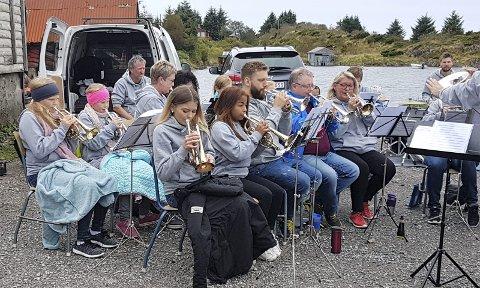 MUSIKALSK FEST: Hordabø skulemusikklag stod for musikalsk underhaldning på Rossnes-kaien laurdag. Søndag var skulekorpset på friluftstur til Byngja, og heldt konsert der. ALLE FOTO: Arthur Kleiveland