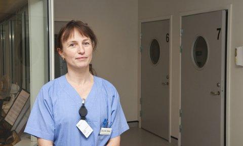 Anne Margrethe Stokken, seksjonsleder for Akuttposten ved Helse Bergen, er bekymret for hva avviklingen av det helse- og sosialfaglig akutteamet vil innebære.
