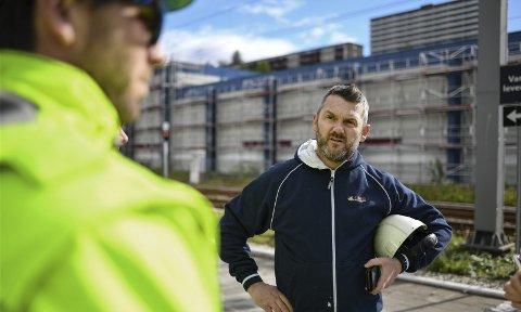 Anleggsleder Karl Inge Nordeide (fra v.) hos Lars Jønsson AS og malermester Frode Stien i Bygningsgruppen Bergen forstår ikke privatpersoner som leier inn svart arbeidskraft.