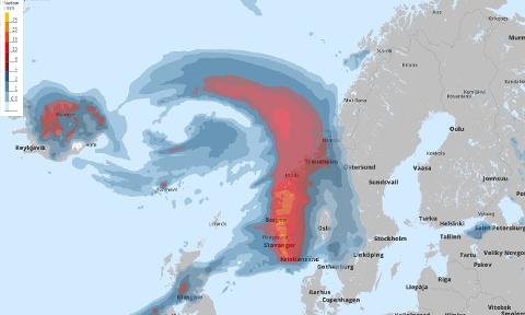 Slik ser nedbørs-prognosane til Storm ut klokka 23.00 laurdag.