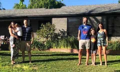 – Et vanvittig usannsynlig, men kjempegøy sammentreff, sier Kjetil Njøten da han beskriver hvordan han møtte slektningen Erik. Familien Njøten til høyre og familien Strom til venstre.