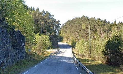 Det var i Lepsøyvegen i Os at bilføreren havnet i grøften.