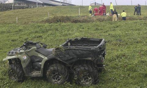 Kvinnen som førte firehjulingen som forulykket i Øystese i oktober i fjor, får bot.  Kjøretøyet som er registrert for en, hadde ni personer om bord.