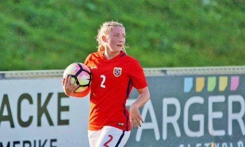 Madeleine Hille Mellemstrand speler til vanleg på Klepp. I sist veke debuterte ho på J19-landslaget mot Island, og fire dagar seinare kom ho innpå mot Sverige.