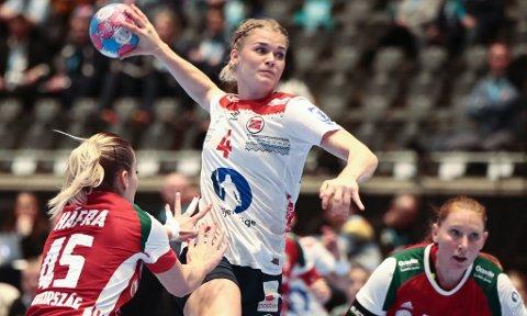SKADET: Veronica Kristiansen sliter med en skade som gjør at hun kan gå glipp av håndball-VM i Japan.