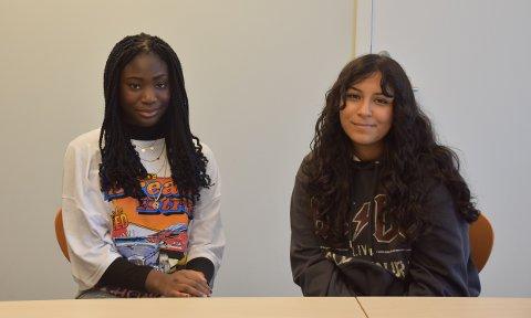 Shauntel Oduro (15) (t.v.)  og Paivin Alan (15) er glade for å slippe skriftlig eksamen, og de ser fram til å ta muntlig eksamen.