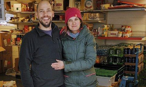 Avital Stanger og Therese Kolseth har drive Leirgulen Handel sidan 2010 og dei vil gjerne vere ein samlingsstad for bygda. Foto: Privat