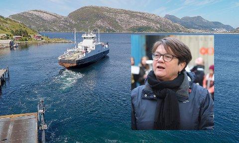 INNSPARINGAR: På ferja Måløy-Oldeide kan dei reisande med bil spare mykje dersom regjeringa følgjer opp stortingsvedtaket om å halvere ferjeprisane. Ap- ordførar i Bremanger, Anne Kristin Førde, gler seg over politikk som faktisk kan styrke distrikta.