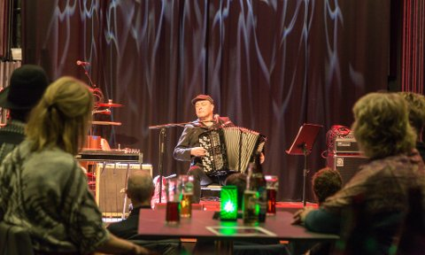 KONSERT: Fleire gleidde seg til konsert med jazz- og folkemusikaren Stian Carstensen. Laurdag opna han showet på Larris scene.
