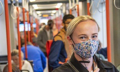 PÅBOD: No blir det påbode å bruke munnbind på kollektivtransport og offentlege stader, om ein ikkje kan halde 1 meter avstand til andre.