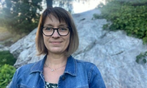 LEIAR: Berit Horne (50) er vald til leiar for elbilforeninga i Sogn og Fjordane.
