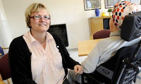 POSITIV: Tillitsvalgt i Fredrikstad kommune, Rita Standal, synes det er flott at kommunen rekrutterer unge sykepleiere til arbeidsplasser i kommunen gjennom gunstige avtaler.