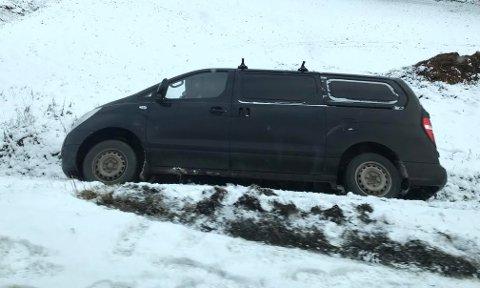 Dette kjørtøyet hadde havnet i grøfta ved Dahl på Torsnesveien.