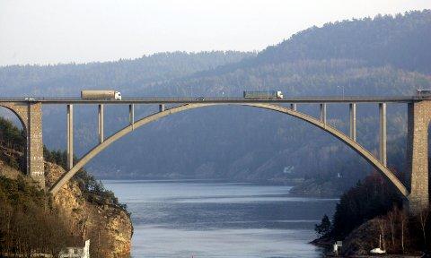 Nå blir det gratis å kjøre over Svinesundsbroa. Foto: Lise Åserud / NTB