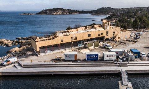 Dette splitter nye bygget skal inneholde restaurant og egen takterrasse med et svømmebasseng.