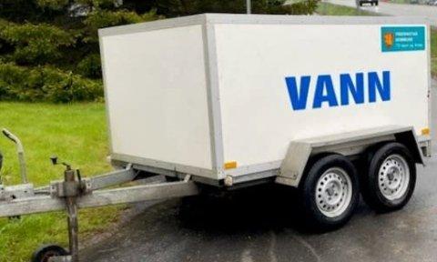 Fredrikstad kommune har utplassert vannvogn mens arbeidene med å utbedre lekkasjen på Lisleby pågår.