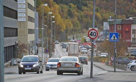 TETT: Omleggingen av trafikken til Fagernesveien fører til tett trafikk på den gamle E6.