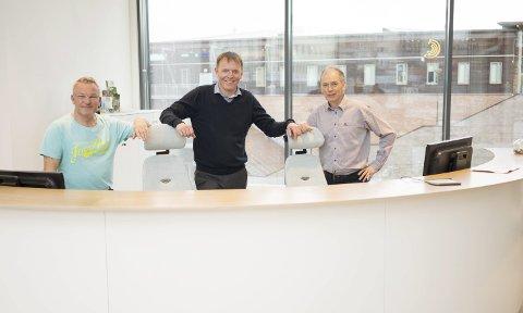 Sparebanken Narvik: Fra venstre: PH Larsen, banksjef Elling Berntsen og Victor Vang.