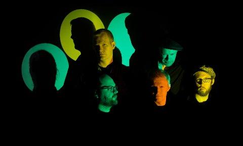 For alle: Narvikingene Isak Gjertsen og Håvard Stubø, sammen med resten av medlemmene i bandet Jazz & Fly Fishing, tar med seg Johan Airijoki og presenterer en kombinasjon av det visuelle, det melodiske og det råkka rå.