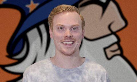 PÅ HJEMMEBANE: Endelig kamp på hjemmebane for spillende trener Anders Thunman i Narvik Wizards innebandyklubb.