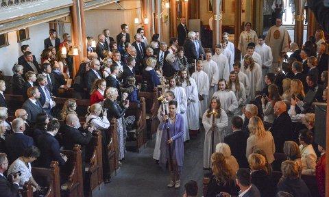 Prosesjon: 16 konfirmanter i prosesjon inn i Horten kirke. Alle foto: Trude Brænne Larssen
