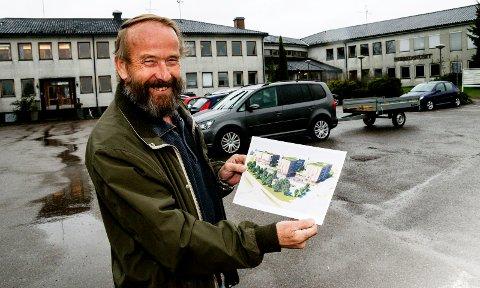 SOLGTE: Jan Råknes skulle gjerne vært med helt i mål, men i september solgte han Herredshuset, med prosjekttegninger til Rema Eiendom.