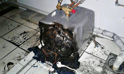 BRANN: Det var denne varmtvannsberederen som hadde tatt fyr.