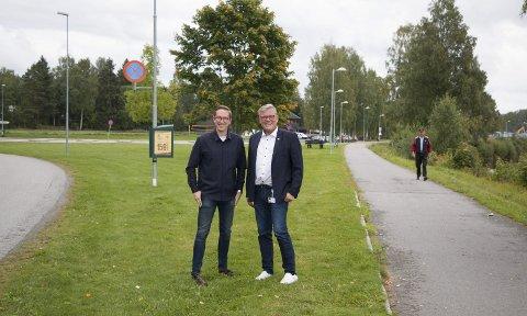 AKTIVITETSPARK: Her nede ved Glomma - langs Markensvegen mellom Sentrum videregående skole og den nye ungdomsskolen - kommer etter planen den nye aktivitetsparken som nå har fått 3,8 millioner kroner i statlig støtte. - Helt i tråd med vår politikk om å legge til rette for aktiviteter også for ungdom som ikke er med i de tradisjonelle idrettsmiljøene, sier Kristian Tonning Riise (H) og Johan Aas (Frp).