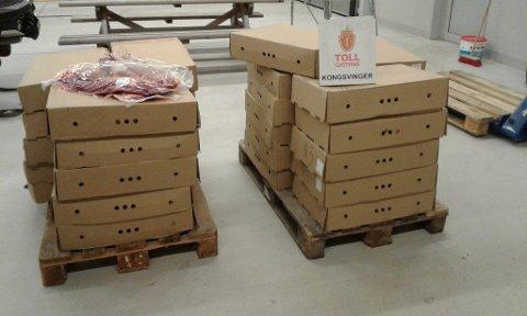 OKSEKJØTT: Tollerne beslagla 32 esker med til sammen 659 kilo frossent oksekjøtt.
