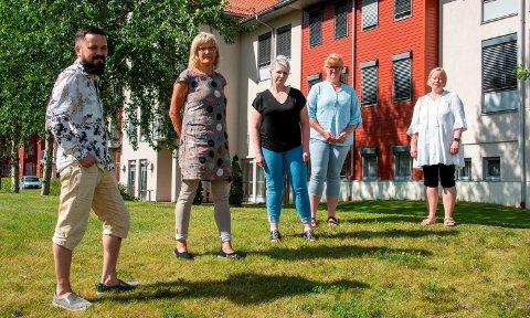 BEKYMRET: Nestleder i Nord-Odal SV, Thomas Tinglum (f.v.), Karin Andersen og de tillitsvalgte Stine Sannerud (Fagforbundet), Anne-Lene Gravli og Tone Bekken Solhaug (Norsk Sykepleierforbund).