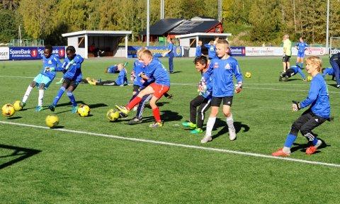 De unge fotballspillerne fikk blant annet testet straffesparkferdighetene.