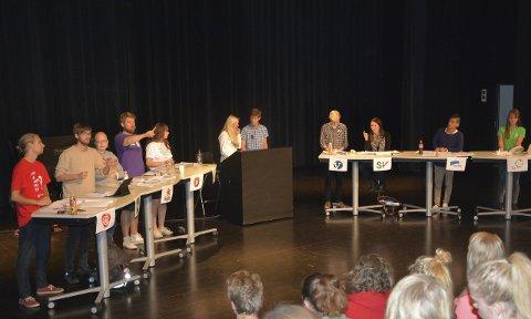 Skoledebatt: Mandag var det skoledebatt på Hadeland videregående skole og partiene fikk en siste sjanse til å overbevise før elevene gikk til valgurnene.