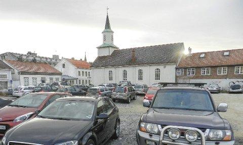 38 biler sto parkert på tomta den dagen HA besøkte området før den fysiske sperringen kom.