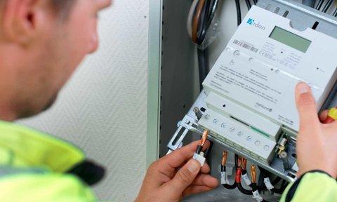 Forsikringsselskapene advarer kraftig mot konsekvensene av å flytte strømforbruket som følge av nye strømmålere. (illustrasjonsbilde: Hafslund)