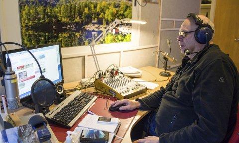 Programsekretær: Jan Ketil Flattun har kontroll over sendingane til lokalradioen.
