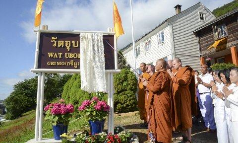 Pynta til fest: Store delar av det thailandske miljøet var søndag morgon i Grimo for å innvia det nye buddhistiske tempelet i Hardanger.
