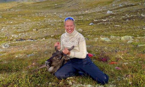 NØGD: Gina Buer felte sitt første reinsdyr på Hardangervidda vest 10. august.