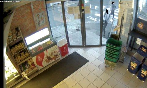 ANGREP BUTIKK: Tre unggutter angrep for en måned siden Joker-butikken i Haugesund sentrum. Saken er foreløpig ikke oppklart, men politiet har informasjon om personer i saken.