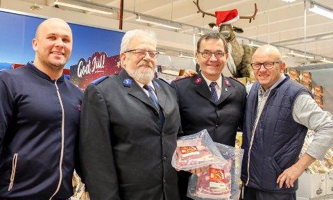 Samhold: Rema 1000 Nyrud har støttet med julemat i mange år. F.v. Robin Eldnes, Magne Gulbrandsen, Helge Østergreen, Hans Bjarne Holmen. Foto: Lise Jeanette Nilsen