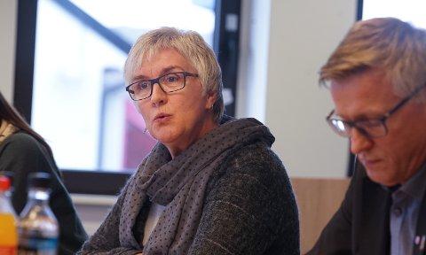LEST KONKLUSJONEN: Leder i Utdanningsforbundet i Finnmark, Kari Lium mener konklusjonen i rapporten til fylkeskommunens varslingssekretariat er en avvisning av problemene ved Vadsø videregående skole. – Jeg leser det som et forsøk på å skrive seg bort fra noe ubehagelig, sier hun.