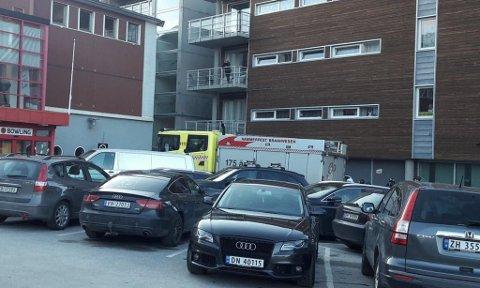 TILKALT: Brannvesenet ble ringt og ankom i sentrum torsdag.
