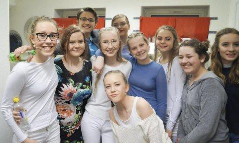 GLADE AMATØRER: Bult er ikke bare teater, det er familie, sier gjengen.alle foto: Lene Barkenæs Svea