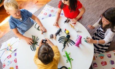Betaling: Foreldre som mottar tilbud i barnehage eller SFO skal betale for dette fra og med 14. april. Foto: KS