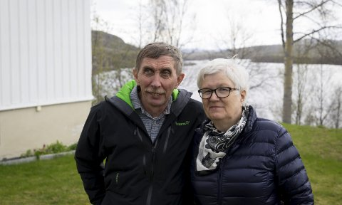 TOPP: Ingen i Sør-Varanger var i nærheten av å tjene like mye som Eivind Johan Nordhus i 2018. Her sammen med kona Joirunn foran Sollia, som er solgt og er årsaken til topplasseringen.