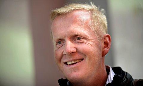 BLID OG FORNØYD: Kommunalsjef Håvard Ulfsnes stråler etter å ha fått over tre millioner kroner fra staten til å drive sommerskole.