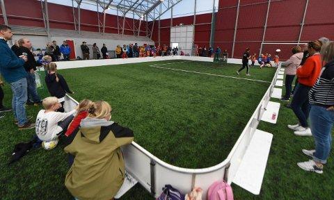 ØNSKER SEG FOTBALLHALL: KIF håper Kongsberg kommune nå kan være med på åp bygge en fotballhall i sentrum. Dette bildet er hentet fra Skrims fotballhall. FOTO: OLE JOHN HOSTVEDT