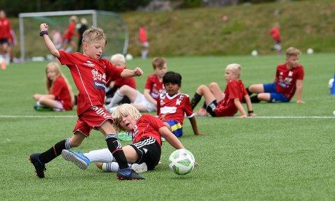 STÅR PÅ: Ikke noe å si på innsatsen hos ungene på KIFs fotballskole. ALLE FOTO: OLE JOHN HOSTVEDT
