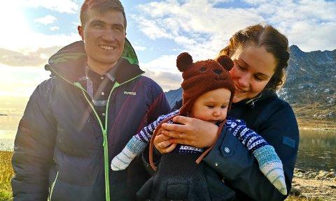 Petter (27), Maja (31) og lille Edin.