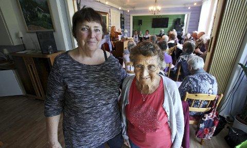 Nyest og eldst: Lisbeth Falleth (74) startet i pensjonistkoret denne høsten, mens Signe Johansen (92) har vært medlem lengst av alle; i 32 år. De har begge sunget i kor hele livet, og er glade for at det finnes et kortilbud til pensjonister også. Begge foto: Silje Louise Waters