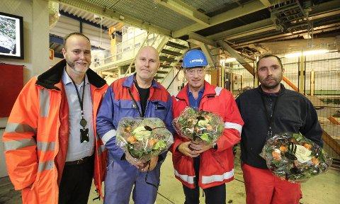 JUBILEUM: Ove Arnesen (t.v.) kunne gratulere herrene Jan-Erik Dahl, Kjell Grønvold og Lars Grønn med å ha vært i Aker Solutions i Moss i 25 år.